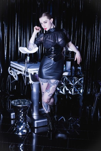 Domina Lady Larissa